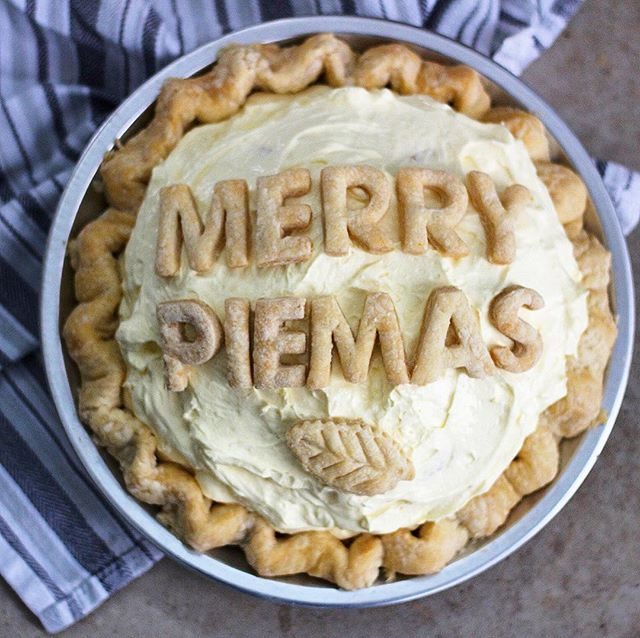 Merry Pie-mas - 8 Christmas Pie Crust Design Ideas